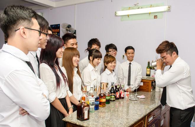 Nghề bartender đòi hỏi phải có những khả năng khéo léo nhất định